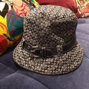 Coach logo bucket hat